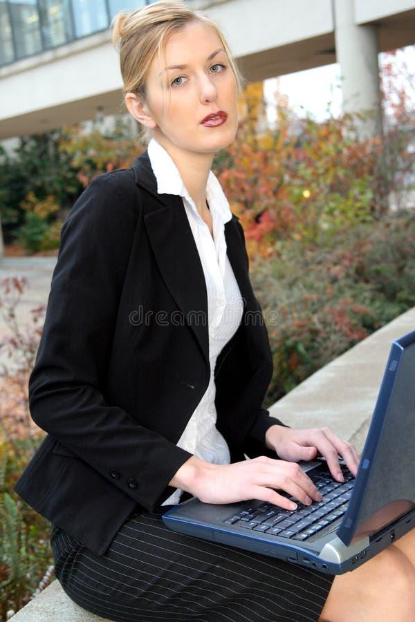 Bedrijfs vrouwenportret stock fotografie