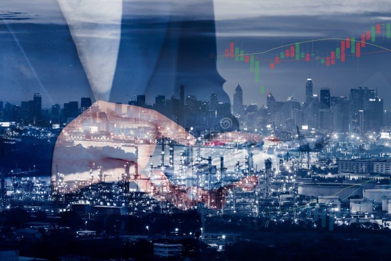 Bedrijfsboekhouding en het Financiële Concept van de Handel Dubbele Blootstelling, Close-up van Bedrijfsvrouw die Calculator met  royalty-vrije stock foto's