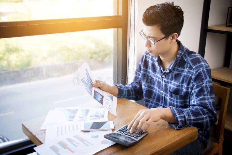 Bedrijfsboekhoudingsmensen, besparing, financiën en economieconcept royalty-vrije stock foto
