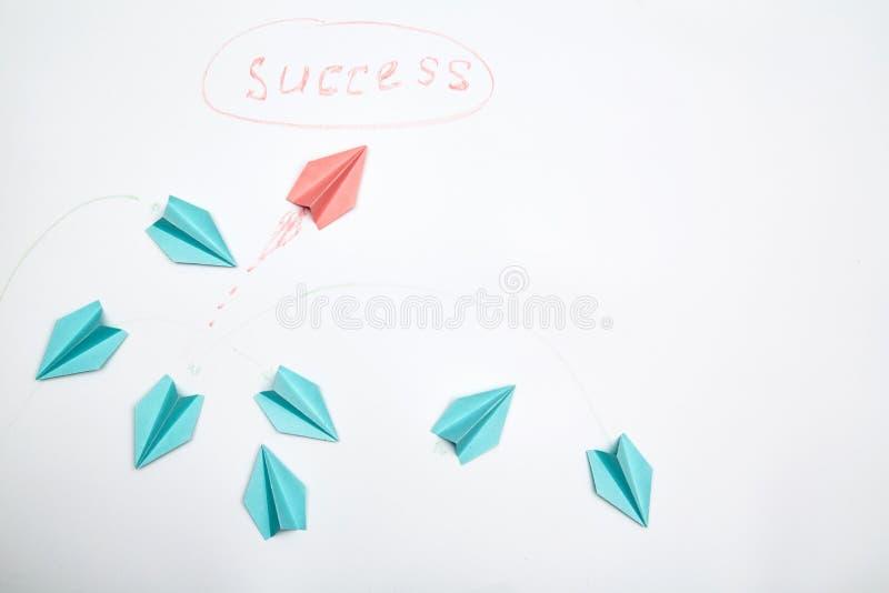 Bedrijfscarrière, succes en individualiteitsconcept Oplossing, rivaliteit en uitdaging De leider vindt een individuele manier stock afbeelding