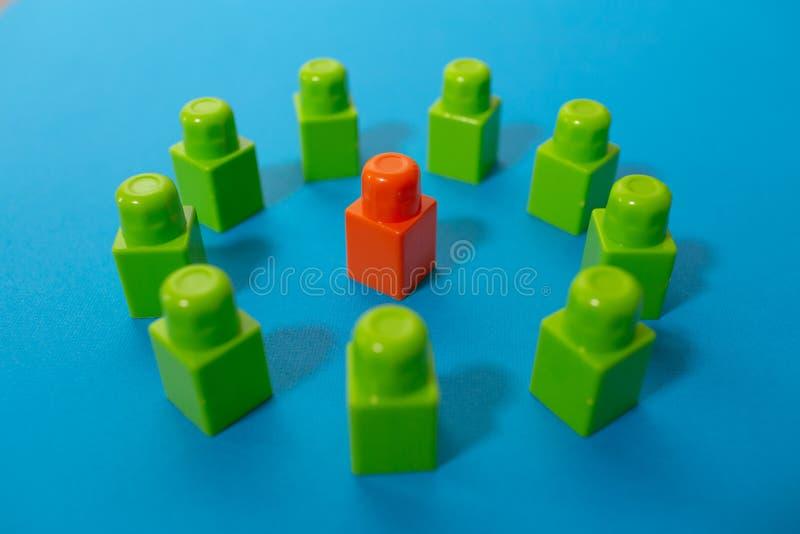 Bedrijfsconcept leider, het teamwerk, succes en leardship Het denken buiten de doos voor bedrijfs de bouwsucces royalty-vrije stock afbeelding