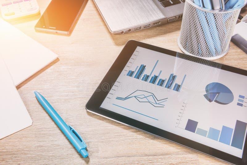 Bedrijfsconcept met bureaudesktop Online zaken, bankwezen, stock fotografie