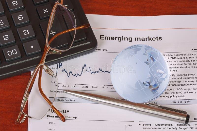Bedrijfsconcept met calculator, bril en bol royalty-vrije stock afbeeldingen