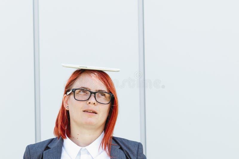 Bedrijfsconcept succes en onderhandeling Vrouwenwerkgever, in kostuum stock afbeelding