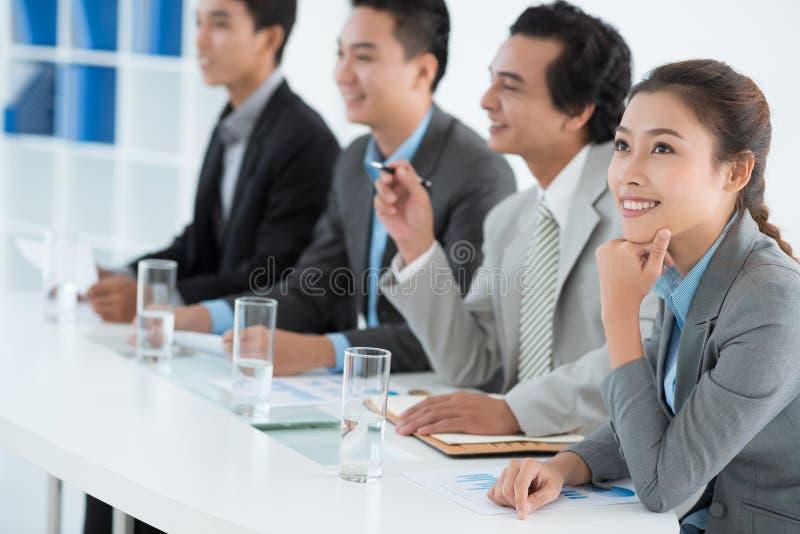 Bedrijfsdame bij de presentatie stock afbeeldingen