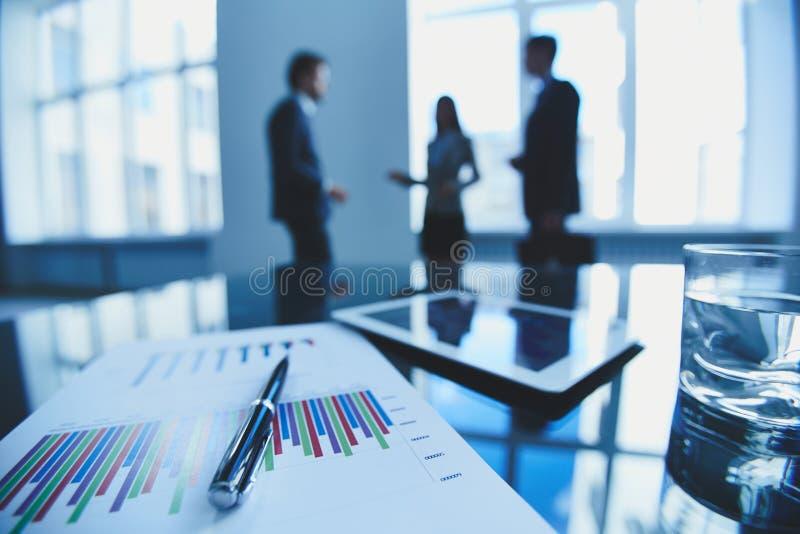 Bedrijfsdocument en pen stock foto