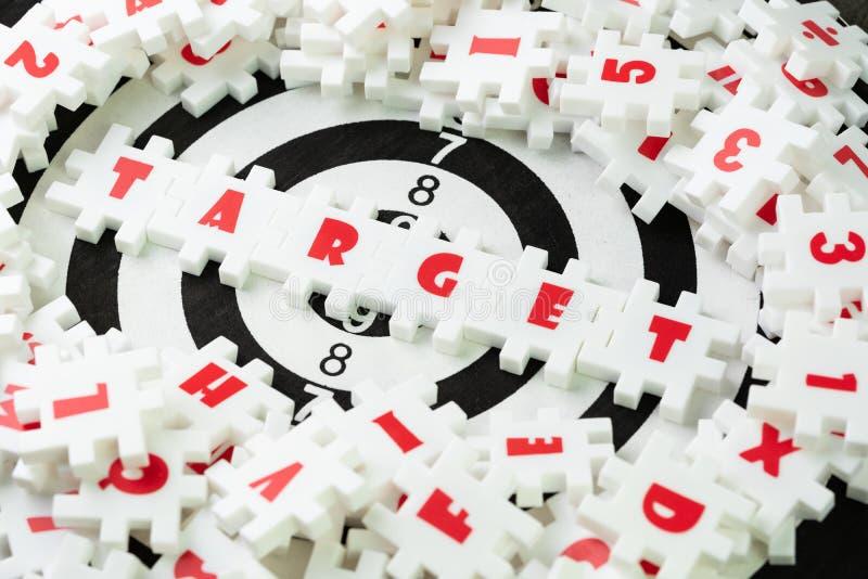 Bedrijfsdoelplan voor het concept van de successtrategie, wit raadsel stock foto