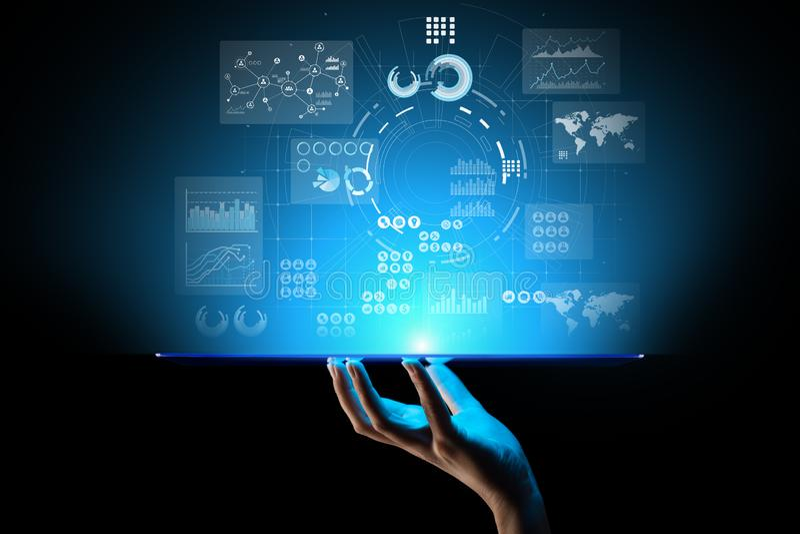 Bedrijfsinformatie Marketing strategie de toepassing van de Handelinvestering op het virtuele scherm Het concept van de technolog stock fotografie