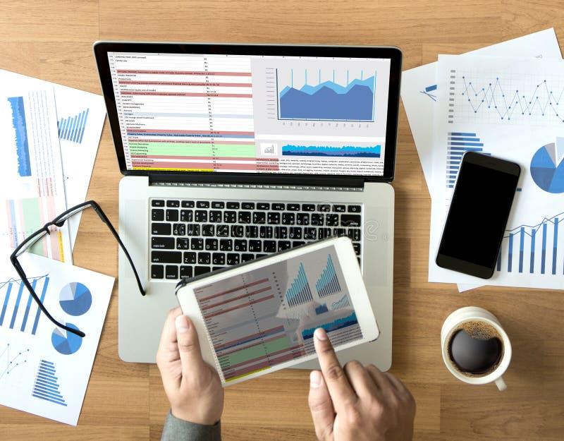 Download BedrijfsInformatietechnologie De Mensen Werken Harde Gegevens Analytics Stock Afbeelding - Afbeelding bestaande uit dashboard, grafiek: 107707337