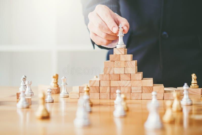 Bedrijfsleidingsconcept, schaakspel op houten spel bedrijfsstreptokok stock foto's