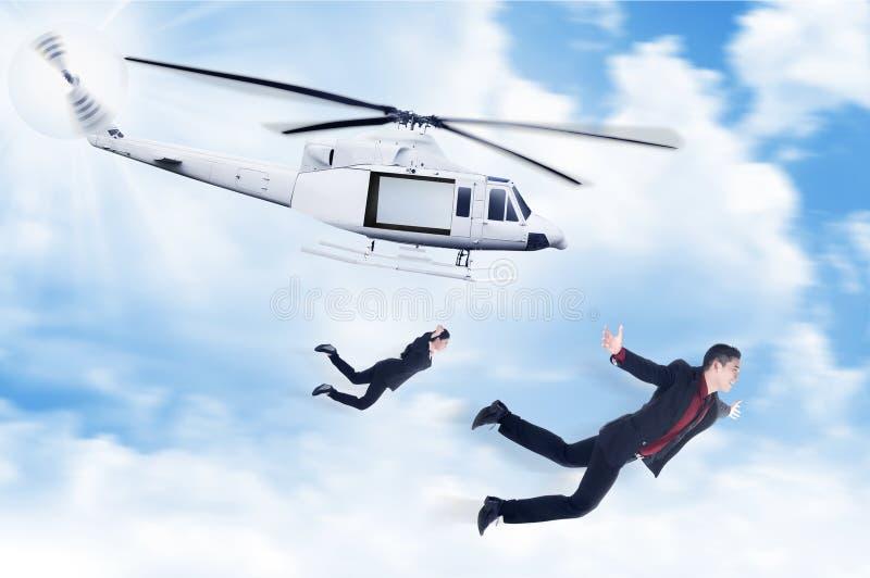 Bedrijfsman en vrouwensprong van helikopter royalty-vrije stock afbeelding