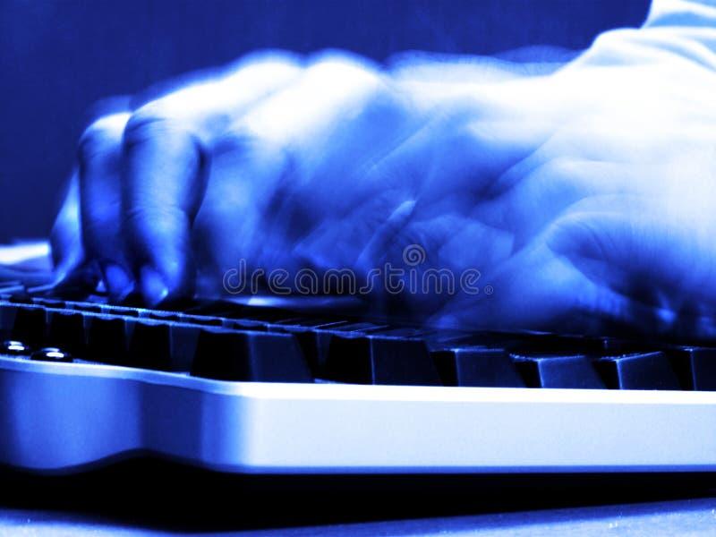 Bedrijfsmens bij Bureau met Computertoetsenbord het Typen royalty-vrije stock fotografie