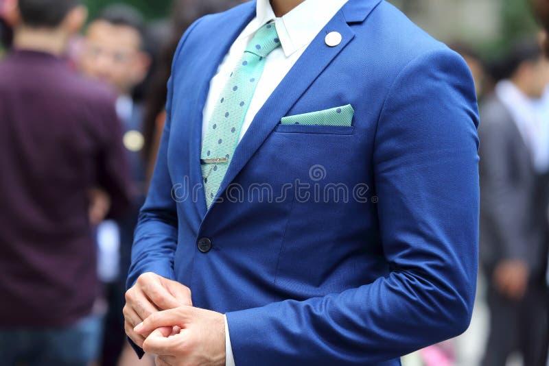 Bedrijfsmens in blauw kostuum royalty-vrije stock fotografie