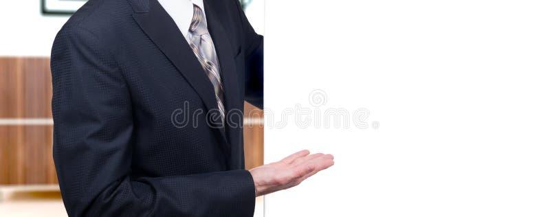 Bedrijfsmens die over een witte achtergrond voorstellen royalty-vrije stock afbeelding
