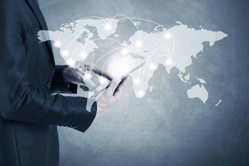 Bedrijfsmens met globale verbindingen stock afbeelding