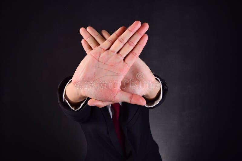 Bedrijfsmens, met handen die het werk signaleren tegen te houden stock foto