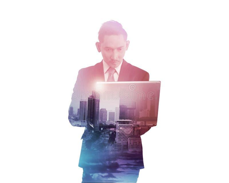 Bedrijfsmens met veelvoudige de tabletcomputer van de blootstellingsholding royalty-vrije stock afbeelding