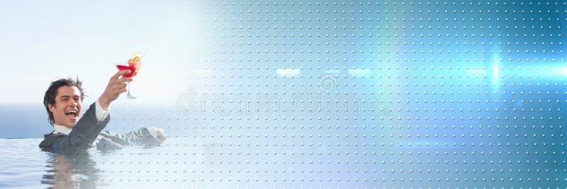 Bedrijfsmens in pool met cocktail en blauwe slimme technologie-overgang stock afbeelding