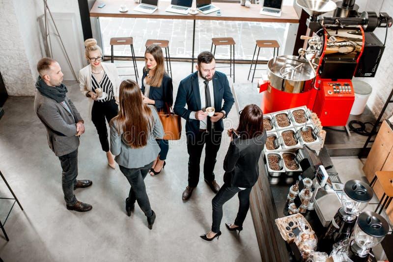 Bedrijfsmensen in de koffie royalty-vrije stock foto