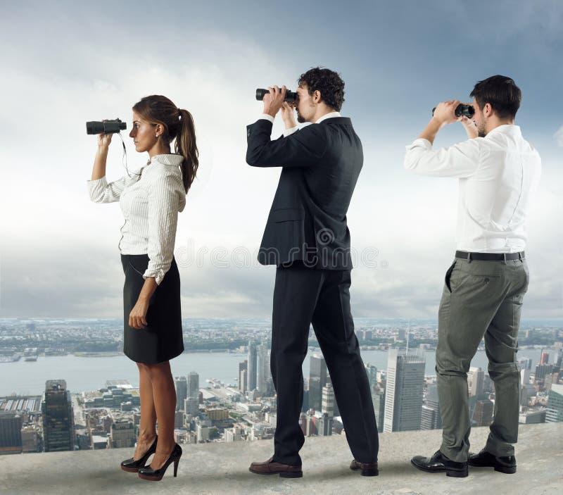 Bedrijfsmensen die aan de toekomst kijken stock fotografie