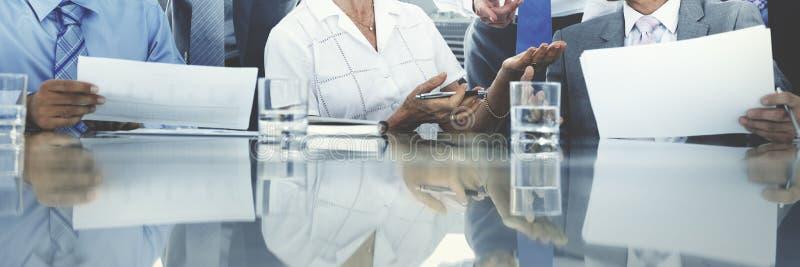 Bedrijfsmensen die Besprekingscityscape Concept ontmoeten stock afbeeldingen