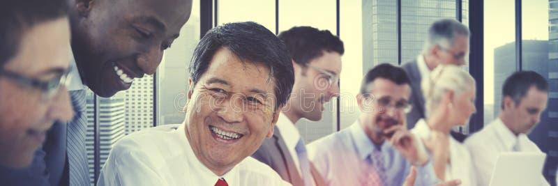 Bedrijfsmensen die Communicatie Besprekings Werkend Bureau ontmoeten stock foto