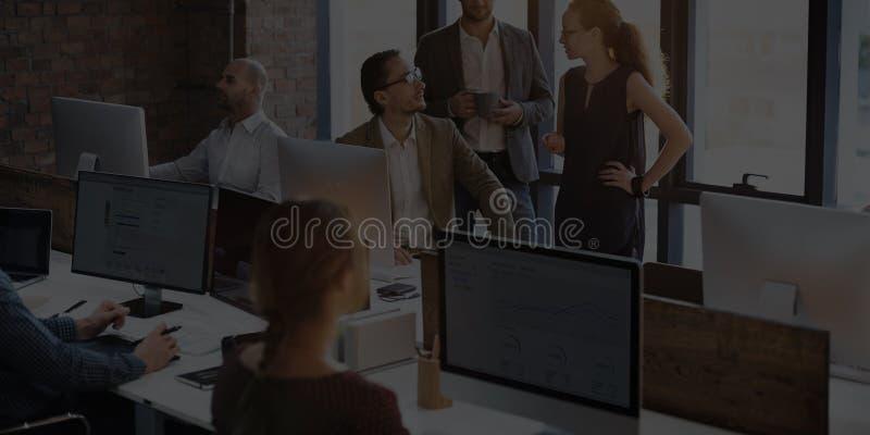 Bedrijfsmensen die Computer het Werk Concept hanteren stock afbeeldingen