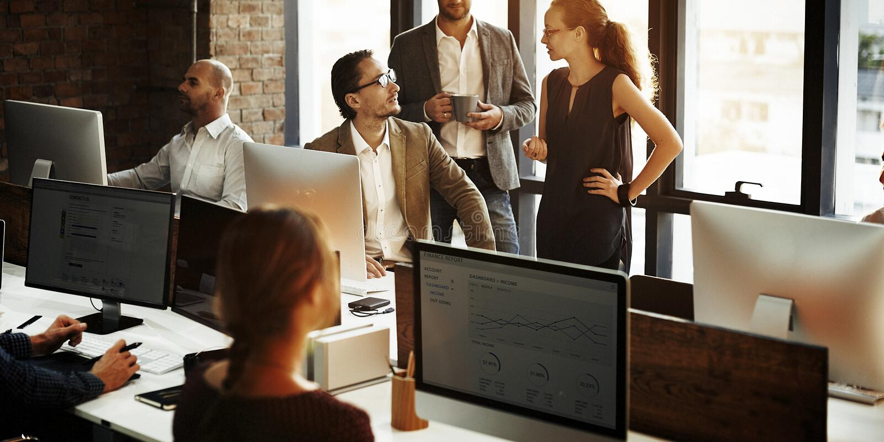 Bedrijfsmensen die Computer het Werk Concept hanteren stock afbeelding