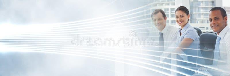 Bedrijfsmensen die een vergadering met het verlichte gebogen effect van de lijnenovergang hebben stock afbeelding