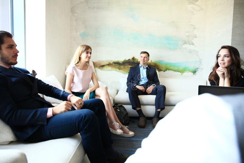 Bedrijfsmensen die het Collectieve Concept van de Conferentiebespreking ontmoeten stock foto's
