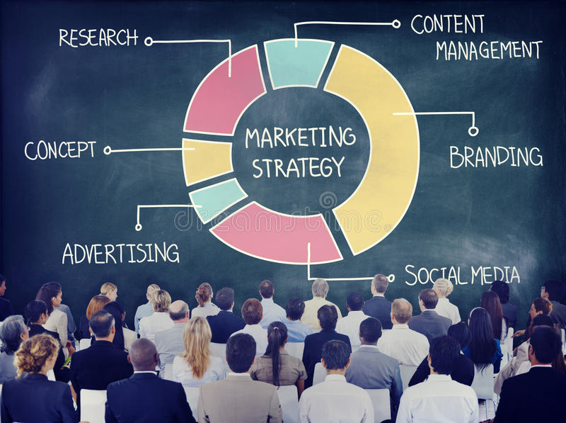 Bedrijfsmensen die over Marketing Strategie leren stock foto's