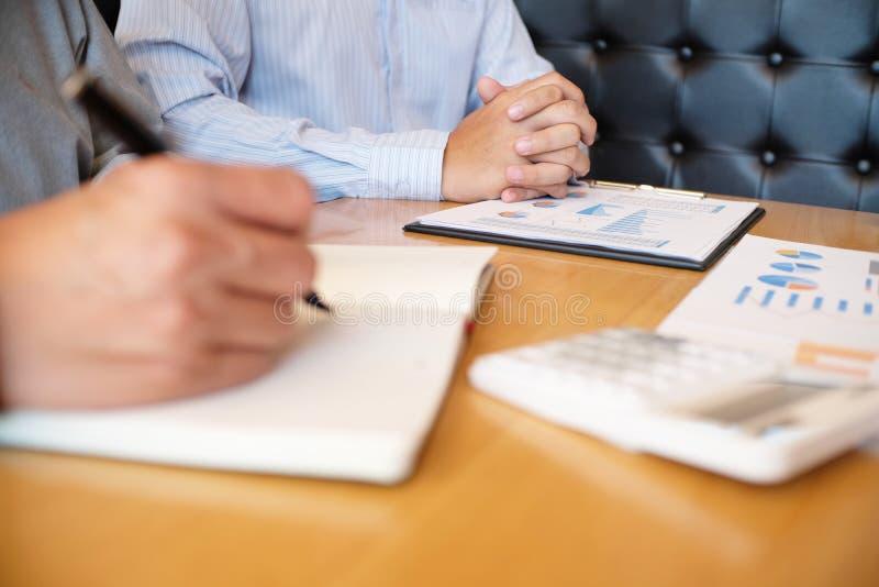 Bedrijfsmensen die professionele de investeerdersworki ontmoeten van Ontwerpideeën stock afbeeldingen