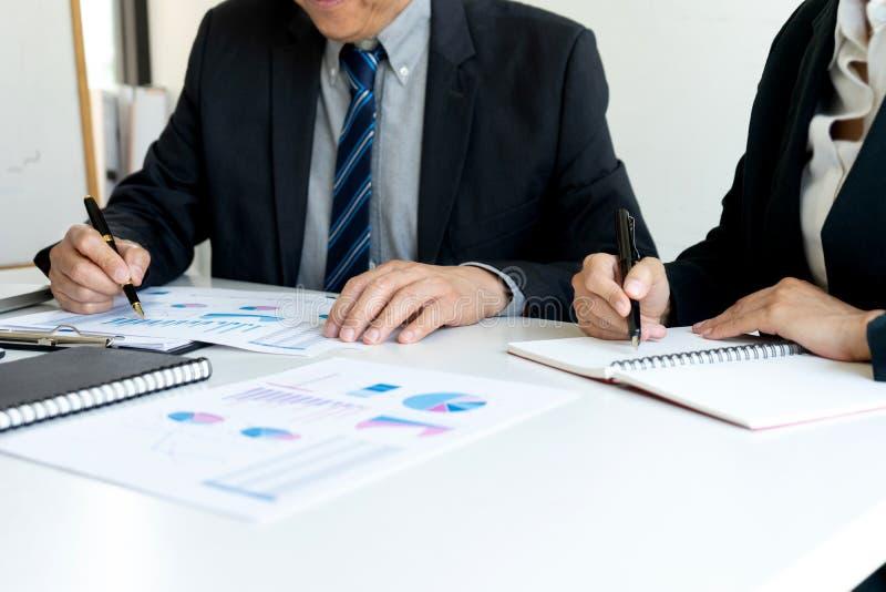 Bedrijfsmensen die Vergadering met projectleiders hebben stock fotografie