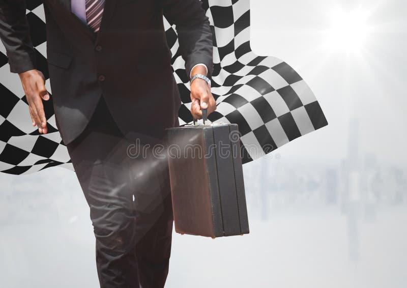 Bedrijfsmensen lager lichaam met aktentas tegen witte horizon en geruite vlag stock fotografie