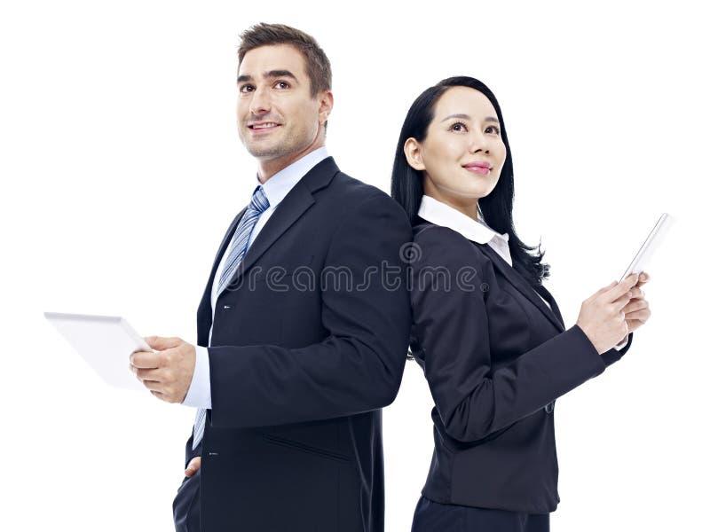Bedrijfsmensen met tabletcomputer stock afbeelding