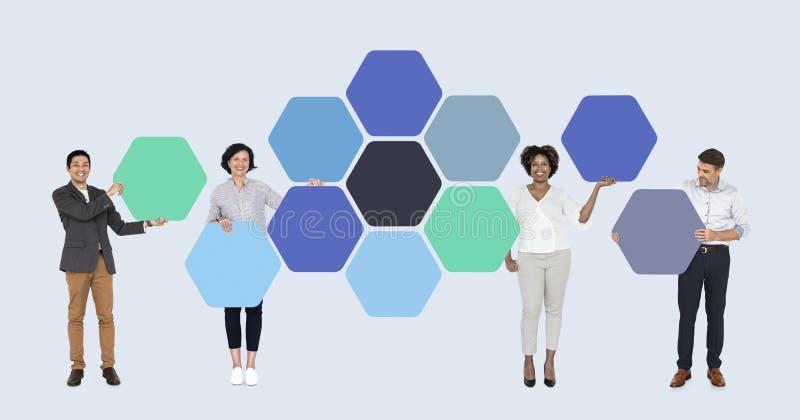 Bedrijfsmensen met verbonden hexagon raad royalty-vrije stock fotografie
