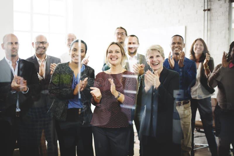 Bedrijfsmensen Team Applauding Achievement Concept stock afbeelding