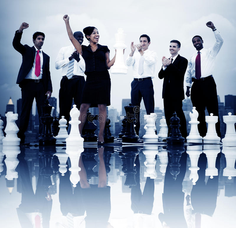 Bedrijfsmensenviering het Winnen het Concept van het Schaakspel royalty-vrije stock afbeelding