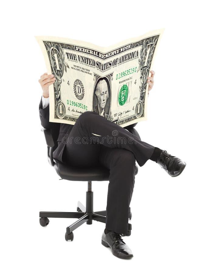 Bedrijfsmensenzitting op een stoel met Amerikaanse munt stock afbeelding