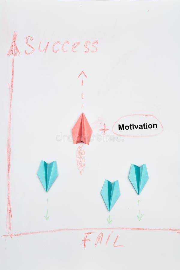 Bedrijfsoplossingen, succes en strategie. Uitdaging, verbetering en vooruitgangsconcept. De leider van het vliegen naar succes stock afbeeldingen