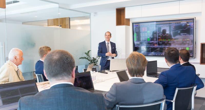 Bedrijfspresentatie op collectieve vergadering royalty-vrije stock afbeelding