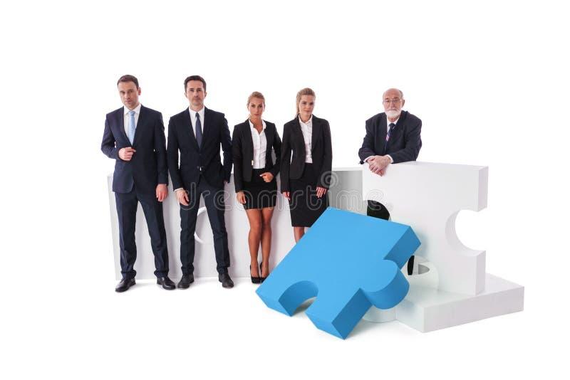 Bedrijfsteam en raadselelementen stock foto