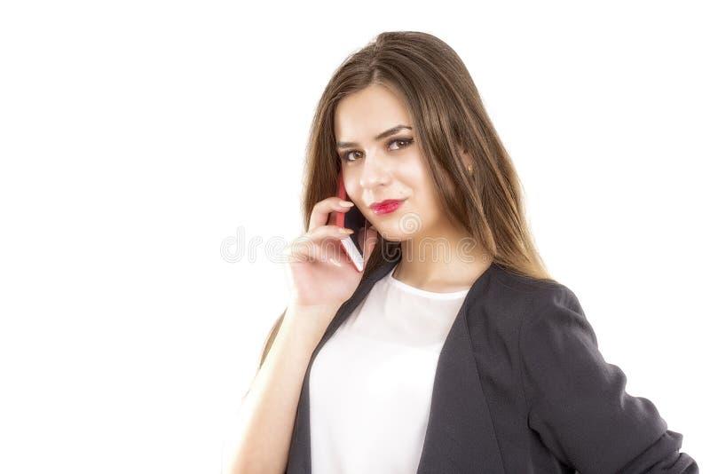Bedrijfsvrouw die bij telefoon spreken, die over een witte backgroun wordt geïsoleerd stock foto's
