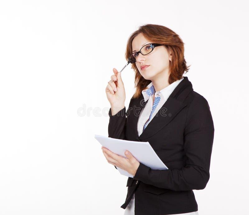 Bedrijfsvrouw die een document en een pen houden stock fotografie