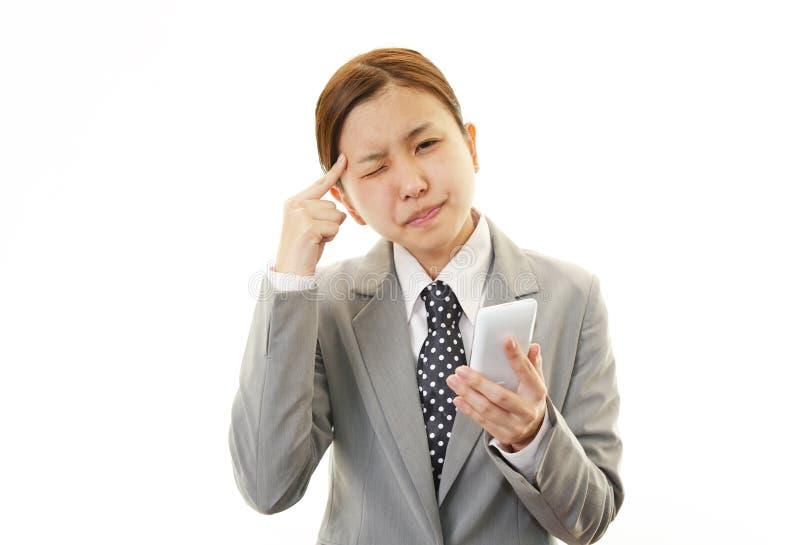 Bedrijfsvrouw die moeilijk kijken. stock foto