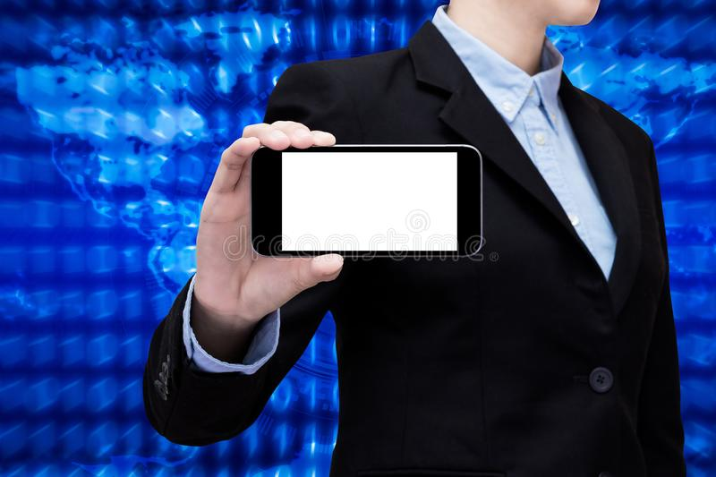 Bedrijfsvrouw die smartphone met het witte scherm tonen stock afbeeldingen