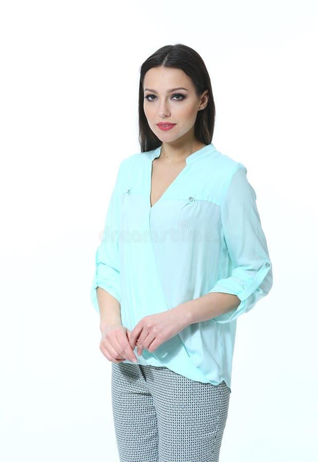 Bedrijfsvrouw in lichtblauwe toevallige blouse dichte omhooggaande foto stock afbeeldingen
