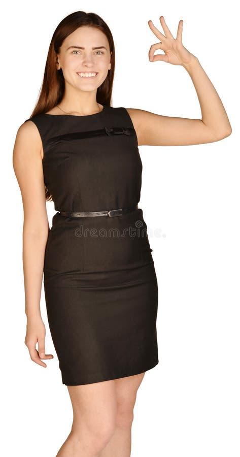 Bedrijfsvrouw met een waarde van duim verminderd te hebben en stock foto