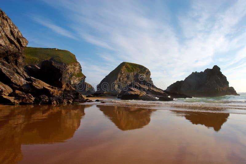 Bedruthan fa un passo formazioni rocciose della Cornovaglia fotografia stock