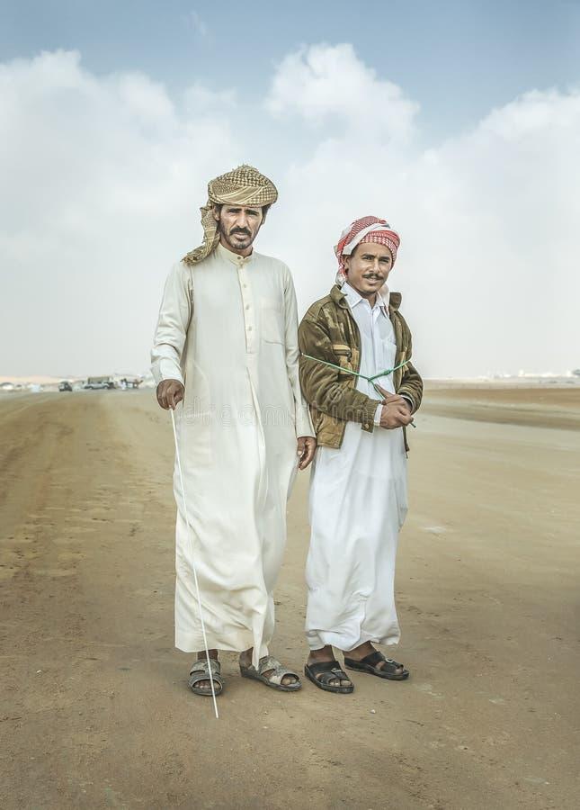 Beduińscy mężczyźni w pustyni fotografia royalty free